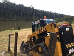 Shaping a driveway down to the Brisbane River - Karalee